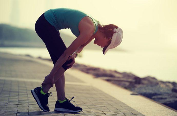Stawy kolanowe podczas ćwiczeń mięśni nóg